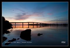 Suria Pagi Menyinari Jambatan Tok Bali (nGkU Li) Tags: seascape nature silhouette sunrise nikon malaysia slowshutter kelantan d90 pasirputeh ngkuli