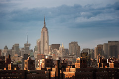 Urban Layers (Philipp Klinger Photography) Tags: urban layers city skyline new york ny nyc newyork newyorkcity manhattan brooklyn bridge brooklynbridge empire state building esb empirestatebuilding skyscraper highrise light evening facade windows antenna metlife golden shadow sky clouds usa us united states of america north northamerica unitedstatesofamerica amerika nordamerika vereinigte staaten vereinigtestaatenvonamerika atlantic ocean east river vanagram