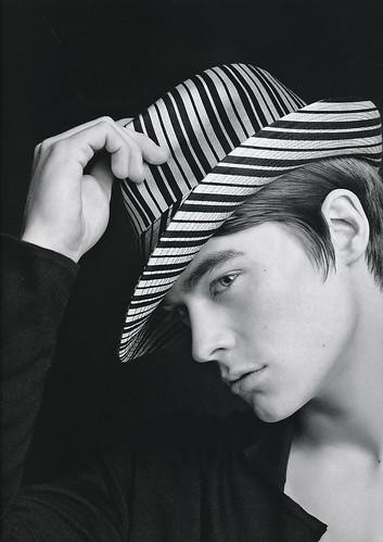 Jonas Kesseler5128_Philip Tracy London(Fashion News Men's122_2007_05 )