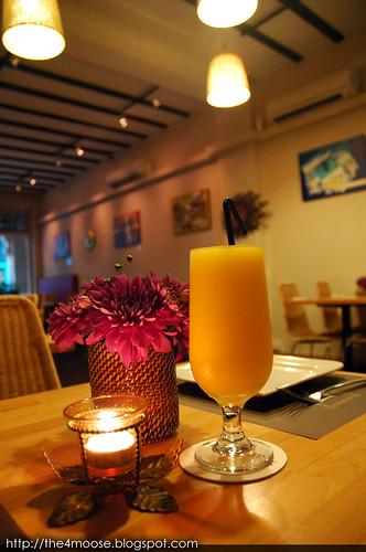 Bonifacio - Fresh Yellow Mango Shake