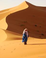 solo en las dunas (ganessas) Tags: travel light color desert sony morroco desierto marruecos dunas viajar h9 ergchebbi superaplus aplusphoto