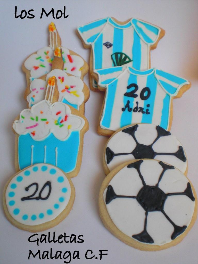 2 football cookies