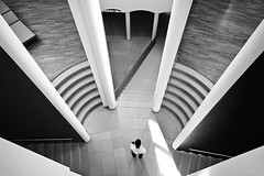 quo vadis? (Dennis_F) Tags: city white black art museum architecture modern stairs hall am angle frankfurt kunst sony main go wide sigma wideangle where staircase stadt architektur dslr der 1020 ultra halle schwarz frankfurtammain quovadis treppen treppenhaus kunstmuseum quo uwa weis wegen ultrawideangle sigmalens a700 sigma1020 vadis uww modernen sonyalpha sonydslr alpha700 sonya700 sonyalpha700 dslra700 sigma1020456 sigmaobjektiv