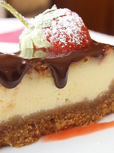 CHEESE CAKE CON SPECULOOS E GLASSA AL CIOCCOLATO..fetta
