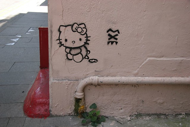 hello kitty did a poo