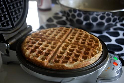 waffle makin