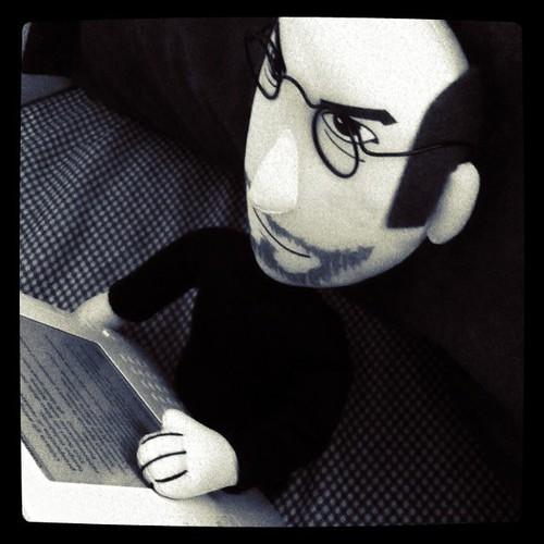 "Steve Jobs: ""I Love Reading On My Kindle"""