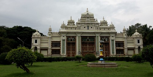 LowRes 2010-11-01 01 Mysore 01 Jagmohan Palace LP
