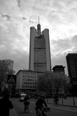 Commerzbank (Humberto Alonzo Romero) Tags: commerzbank halonzoromero deutschland germany frankfurt streetphotography street