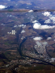 Singapore Airlines Flight SQ25 Frankfurt - Singapore Singapore Airlines Flight SQ25 Frankfurt - Singapore (over Kralupy, Czech Republic) (Loeffle) Tags: aerialview tschechien czechrepublic luftbild singaporeairlines boeing747400 kralupy 112009 sq25 frankfurtsingapore
