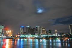 City Lights (CAUT) Tags: longexposure moon reflection water night ro noche nikon nocturnal australia brisbane luna fullmoon le qld queensland nocturna moonlight aussie dslr lunallena brisbaneriver 2009 brisbanecity d60 largaexposicin largaexposicion caut nikond60