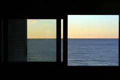 el blau no fa soroll II (miquelet) Tags: color mar finestra blau negre miquelet travelsofhomerodyssey