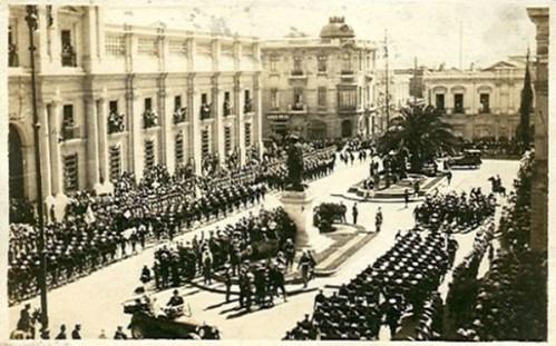 Una Parada Militar frente a la Moneda