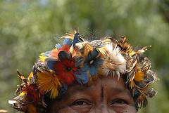 Índio quer.../ Indian wants... (Lucille Kanzawa) Tags: brazil portrait brasil retrato indian twop guarani índio atibaia iiirevelandosãopauloentreserraseáguas
