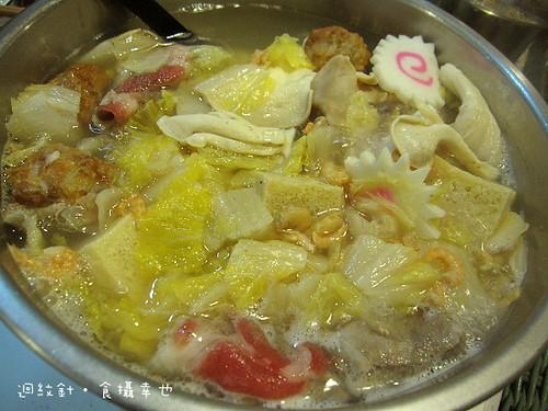 紫金堂年菜酸菜白肉鍋正在煮