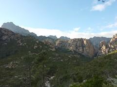 Promontoire et Calanca Murata au-dessus du Carciara, depuis le sentier de Mela