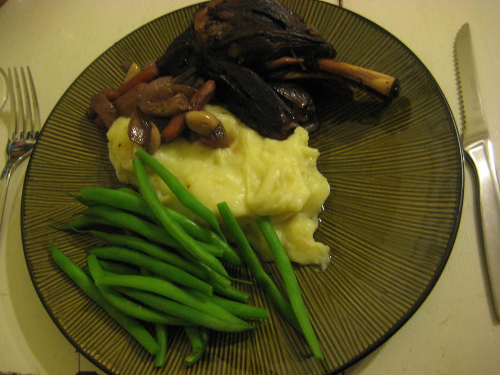 Crockpot lamb shanks with garlic & rosemary