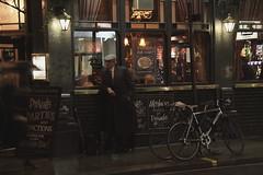 Pub en Londres (roberto sainz) Tags: londres nocturna cruzadas elreto duetos ltytrx5 ltytr2 ltytr1 ltytr3 ltytr4 ltytr5 ltytr6 ltytr7 ltytr8 unaimagenvalemasquemilpalabras a3b 20tf desafiocualquiercosa tienesunamejor aficionadosalafotografia tufototureto