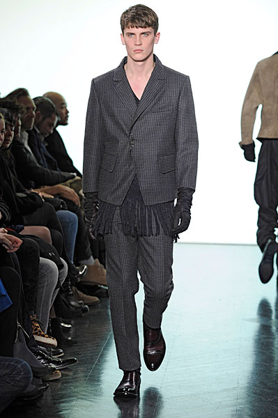 William Eustace3058_FW10_Paris_Yves Saint Laurent(nikestav10@mh)