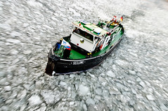Seeloewe (abbilder) Tags: winter berlin ice river boot boat frozen nikon raw ship tug fluss spree eis schiff icebreaker lightroom seeloewe eisbrecher 1755 schlepper berlinmitte gefroren vereist lr2 abbilder wwwabbildercom