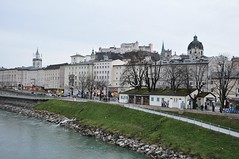 Õhtune Salzburg (anuwintschalek) Tags: christmas city winter salzburg river dark weihnachten landscape austria evening abend december stadt dämmerung dust linn fluss oldtown 2009 festung talv salzach vanalinn jõgi hohensalzburg õhtu jõulud 18200vr nikond90 hämar