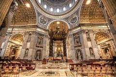 più avanti: il Baldacchino di Gian Lorenzo Bernini