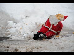 This is a Public Service Announcement: Jersey City would like you to know that Christmas season is definitely over. (phxpma) Tags: christmas snow face toy death newjersey jerseycity doll slush dirt foam santaclaus faceless shredded tornapart midfebruary asightyoudontnormallycomeacrossonaphotowalk asantawithhisfacerippedoff foundlyingonthesideofastreet