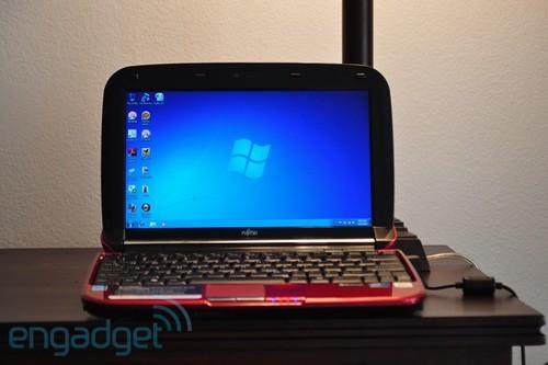 4369536029 fcfb41df5f Fujitsu LifeBook MH380 mit N450 und Spezial Scrollpad im Review von Joanna