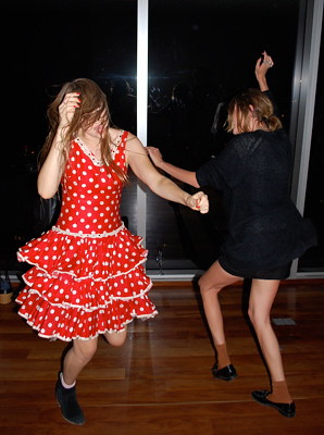 alexandra-richards-dj-alexa-chung-dance