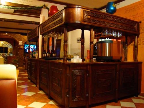 Dentro de un café en el callejón del Arco del Carmen