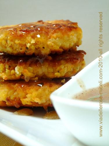 Crocchette di patata dolce ,feta e rosmarino, con miele speziato
