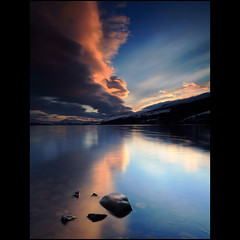 Crazy Cloud Sunset - Loch Tay (angus clyne) Tags: lighting light sunset red cloud mountain snow beach water rock stone clouds last scotland high bravo ben cloudy stones horizon hill perthshire calming wave bank calm glen tay filter shore stepping lee below rays loch dri banks suset lawers flikcr benlawers fearnan leefilters irememberedtowettherock