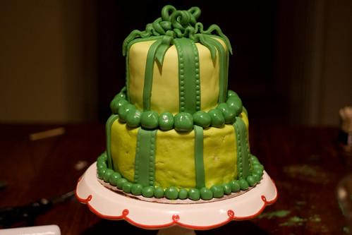 Green Present Cake hor