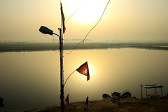 wires, lamp post and a flag | Bithoor (arnabchat) Tags: morning sun india reflection water up fog sunrise river boats golden wire flag lamppost ganga kanpur uttarpradesh ghaat bithoor bithur