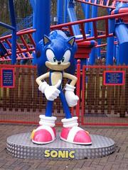 Sonic the Hedgehog (CoasterMadMatt) Tags: statue merlin sega amusementpark rides rollercoaster staffordshire themepark altontowers attractions 2010 sonicthehedgehog 30years videogamecharacter sonicspinball