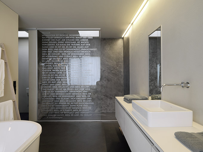 Cement Wand Badkamer ~ Interieur en Design tips op designidee be  Tekst in de douche