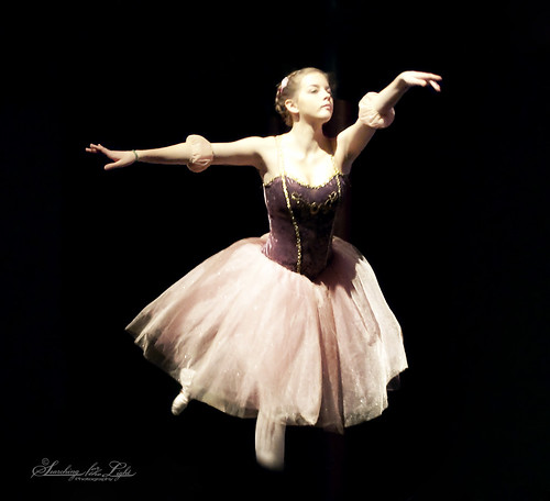 Nisi's_Dance_Adamah044_solo