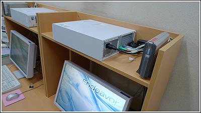 Garageのデスクに机上棚をつけました