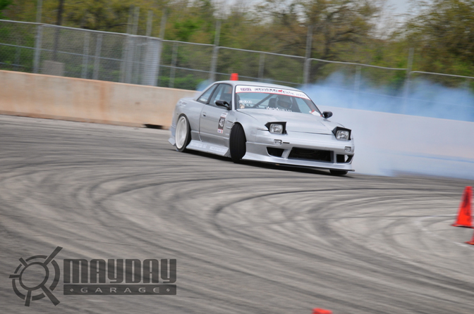 Leasks super loud V8 S13 coming around the corner. DD