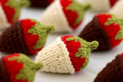 chocolate covered strawberries (kathrynivy.com) Tags: food brown classic wool fruit toy strawberry knitting play natural chocolate fake knit merino gift covered cascade leafgreen brightred 220 dipped patons