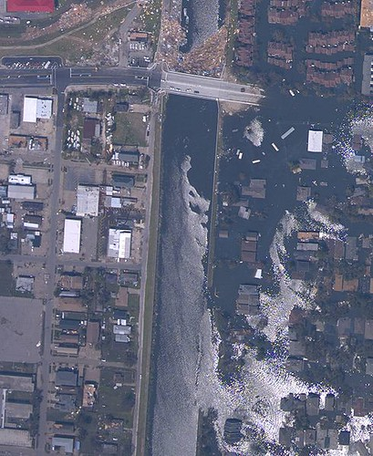 490px-NOAA_Katrina_NOLA_17th_Street_breach_Aug_31_2005