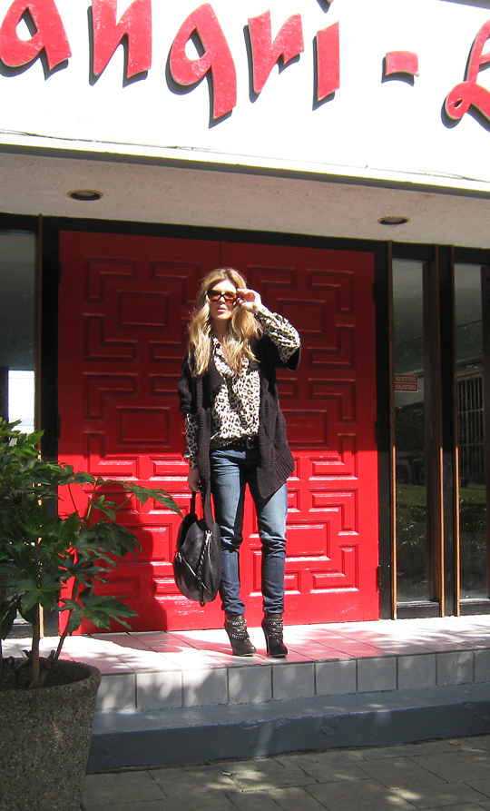 leopard blouse+jeans+boots with chains+red door+shangri-la -5