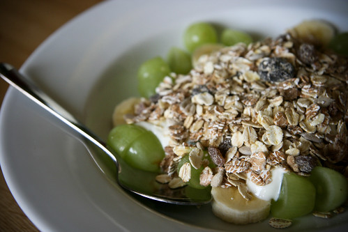 Muesli with yogurt and fruit