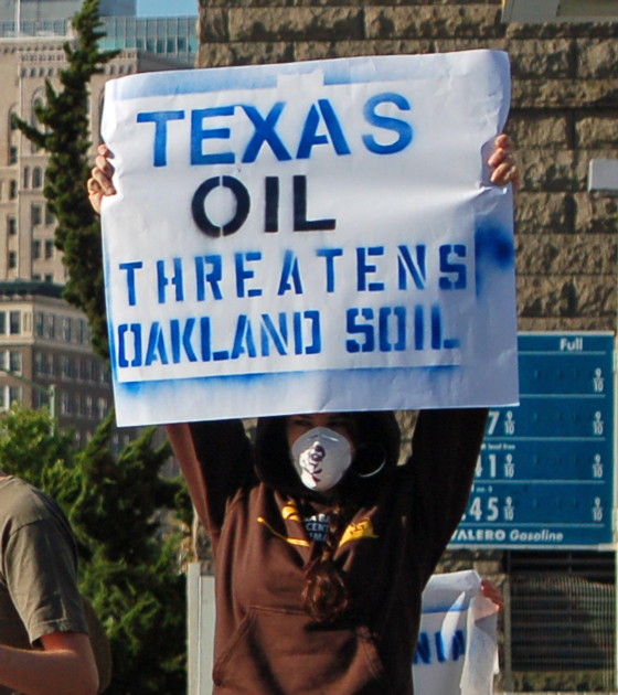3texas-oil-threatens-Oakland-soil.jpg