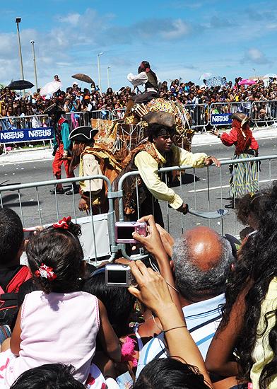 soteropoli.com fotos de salvador bahia brasil brazil parada walt disney 2010 mickey donald pluto nemo pooh toy story by tuniso (8)