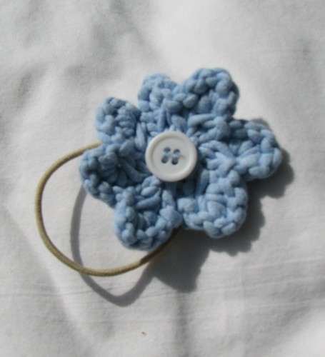 knitted flower on hair elastic