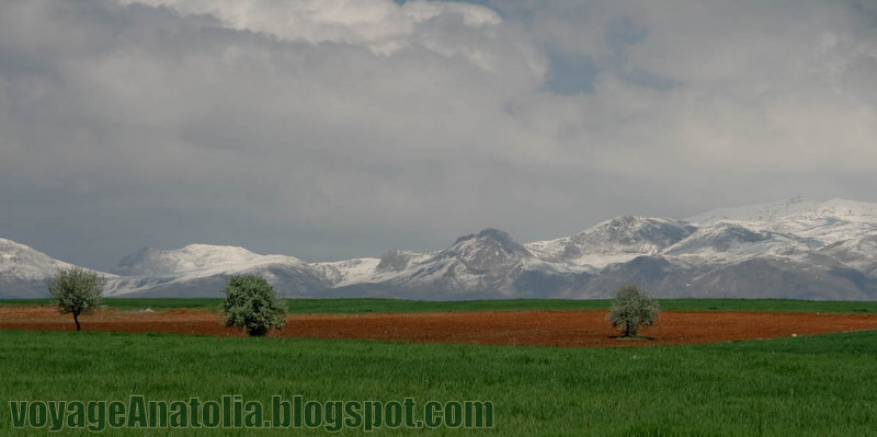 Karakush Mountains by voyageAnatolia.blogspot.com