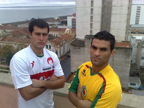 Bruno e Mano Garcia se encontram hoje à noite do Arthur Lawson. Crédito: Guilherme Mazui