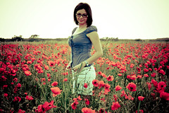 Poppies Girl (*LazzarPhoto*) Tags: portrait girl canon poppies campo ritratto elisabeth papaveri eos400d