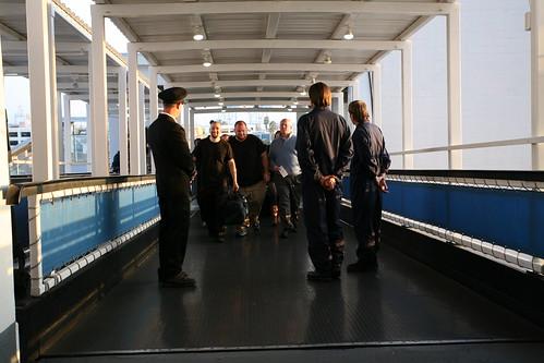 Tripulacion Dando La Bienvenida A Los Pasajeros A Bordo Del titanic 2